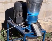 Гранулятор бытовой для комбикормов ГК-150 с двигателем